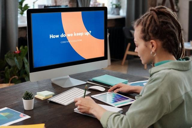 Jak wybrać monitor do pracy w biurze